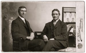 pog13-two-gentlemen-seated-carte-de-visite-stavanger-norway no brown in town